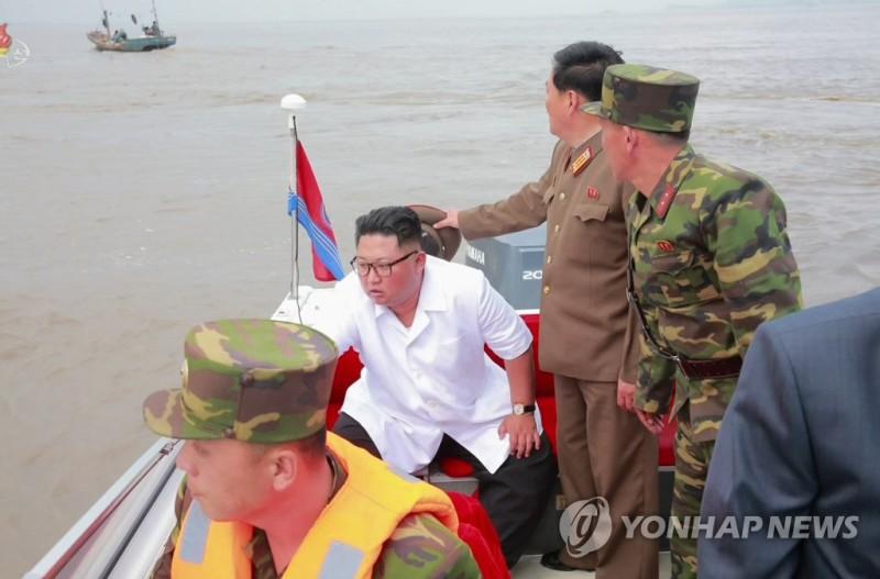 Ким Чен Ын прокатился на российской Lada Priora