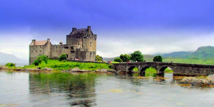 Древние замки Шотландии хранят свои секреты и истории.