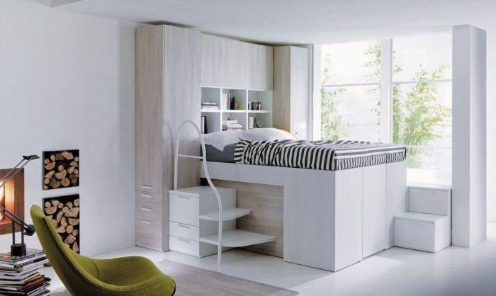 Если позволяет высота комнаты, то можно организовать гардеробную в пространстве под кроватью. | Фото: ar.pinterest.com.