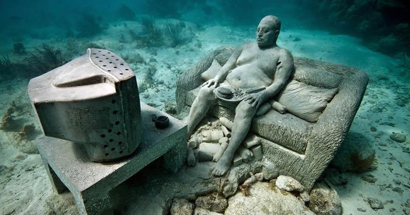 Подводный музей предлагает оценить впечатляющие скульптуры на дне океана