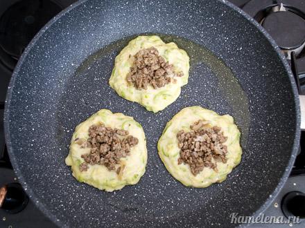 Кабачковые пирожки с фаршем — 10 шаг