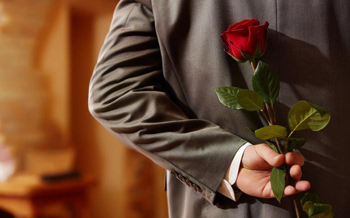 Одна красная роза на День Святого Валентина - 14 февраля - символ любви