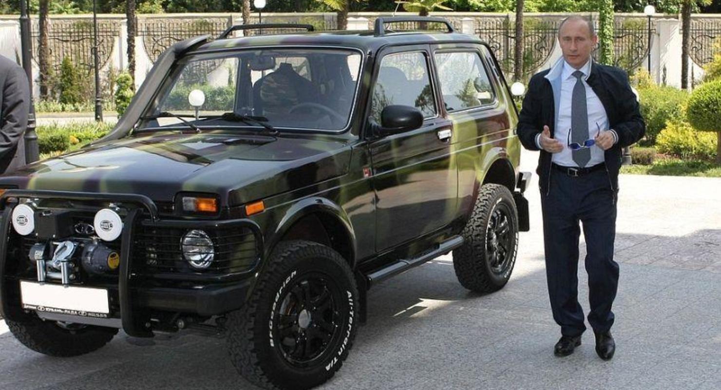 Стало известно, какие автомобили есть в личном гараже Путина Автограмота