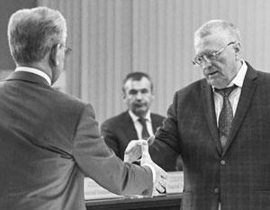 Жириновский призвал отказаться от рукопожатий