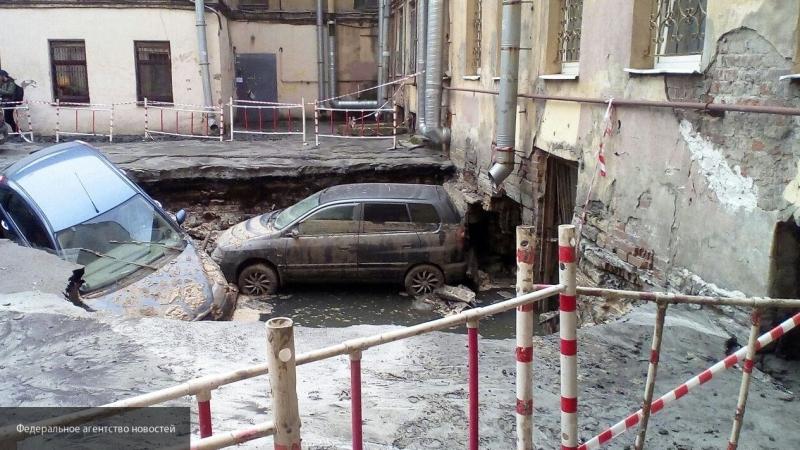 Теплосеть Петербурга окажет помощь семьям погибших при прорыве трубы на Измайловском