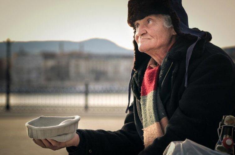 Агрессивно относиться к бездомным в мире, венгрия, запрет, люди, правило, факты