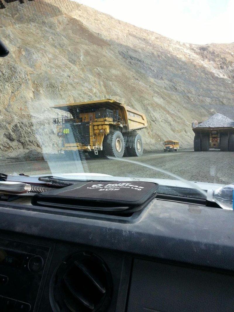 18. Белаз, работающий на шахте в мире, животные, люди, размер, разница, фото