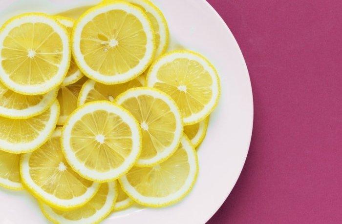 Лимонный сок.  Фото: unsplash.com.