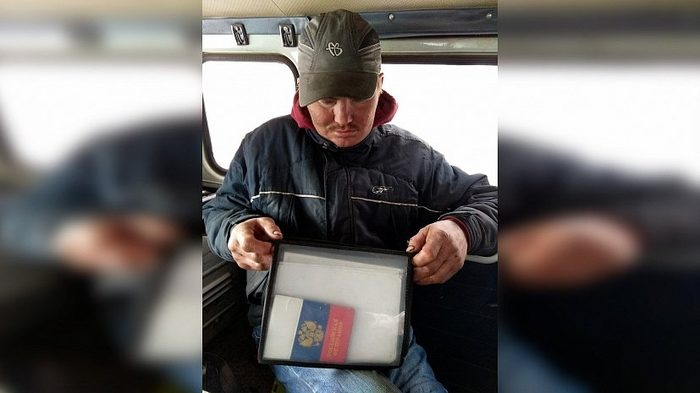 Бездомный нашел на мусорке документы и направление на важную операцию.А потом как в кино