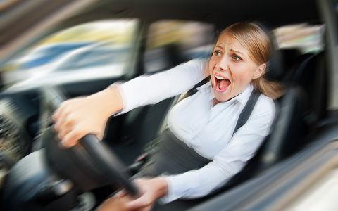«День без женщин на дорогах» - самое странное поздравление ГИБДД