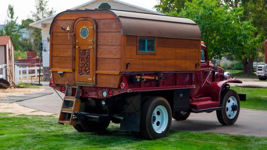 Автодом в ретро-стиле на базе военного грузовика Chevrolet G-7117 1942 года автомобили,машины