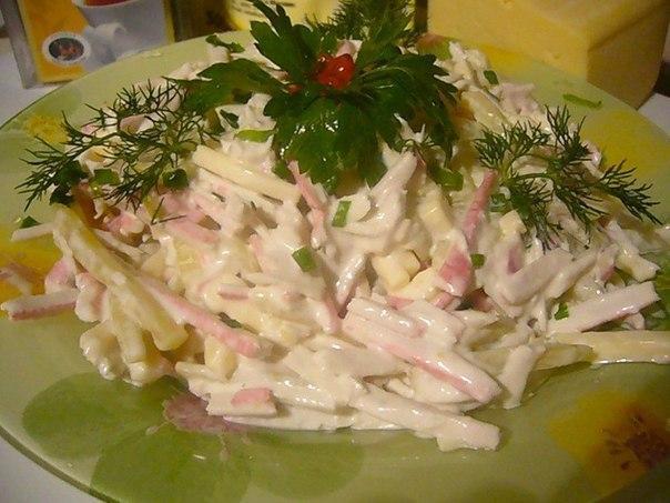 Сочный и вкусный салат с крабовыми палочками «Быстрый»