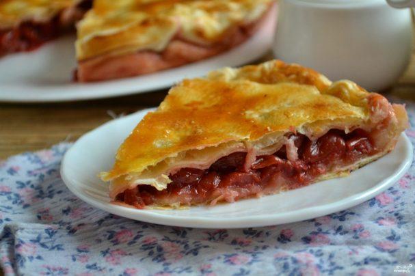 Пирог с ягодами из слоеного …