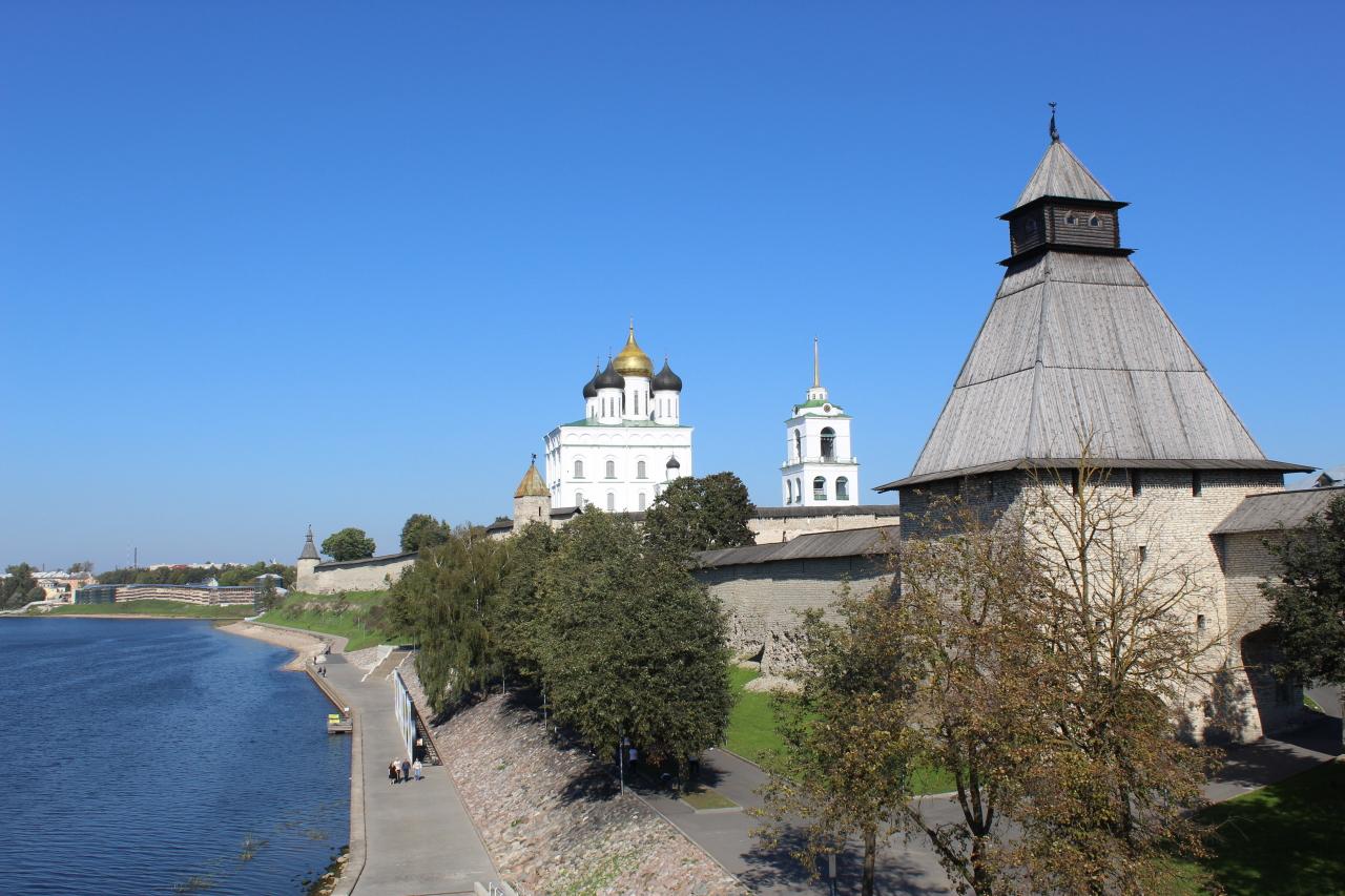 Псков - 2: Вдоль реки Великой