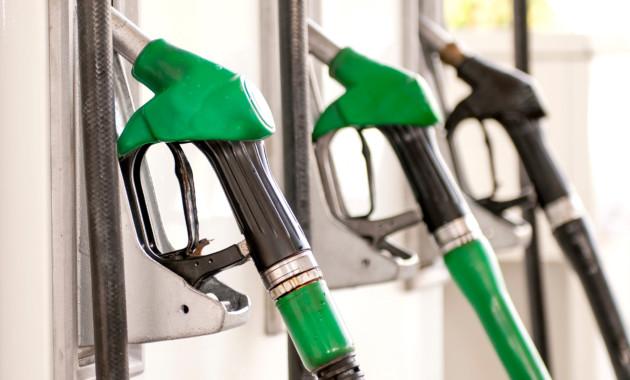 Кто упорно продолжает поднимать цены на бензин?