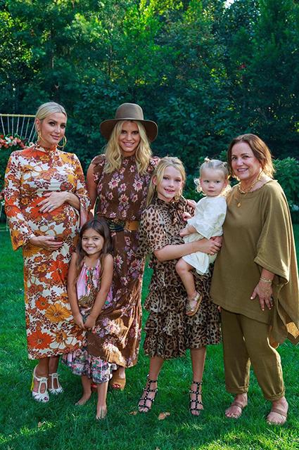 Эшли Симпсон устроила вечеринку перед скорым рождением третьего малыша Звездные дети