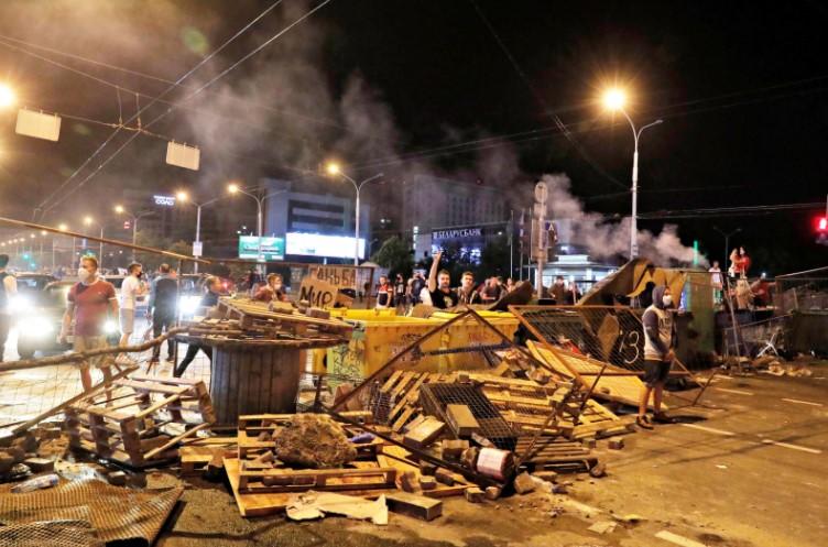 Сотрудники КГБ Белоруссии обнаружили у протестующих московскую плитку