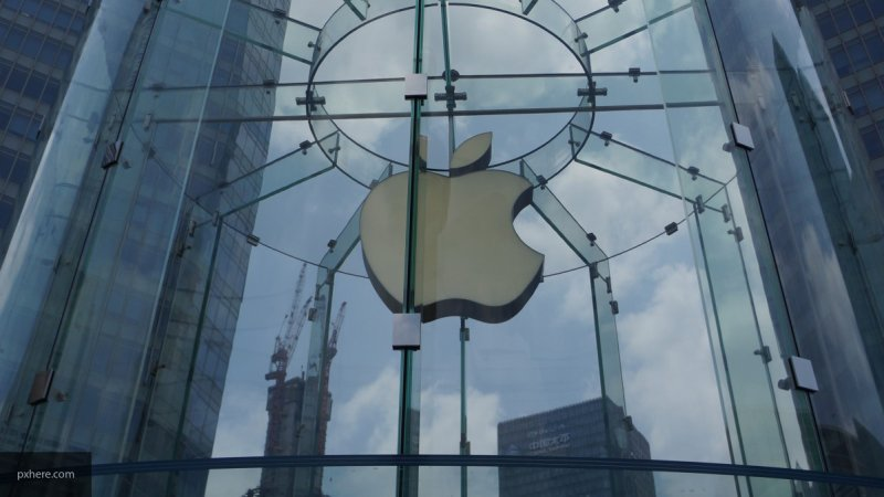 Акции Apple упали после сообщения об уходе дизайнера компании Джони Айва