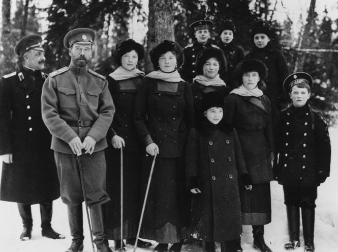 Почему король Англии Георг V  в 1917 году отказал в помощи своему брату Николаю II ?