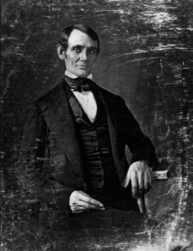Первая фотография Авраама Линкольна. Приблизительно 1846 год. Без бороды и шляпы трудноузнаваемый. история, ретро, фотографии