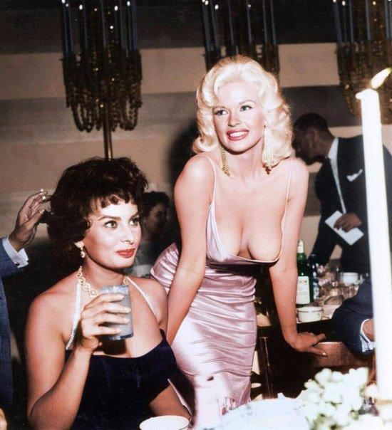 Актрисы Софи Лорен и Джейн Мэнсфилд. США. 1957 г.