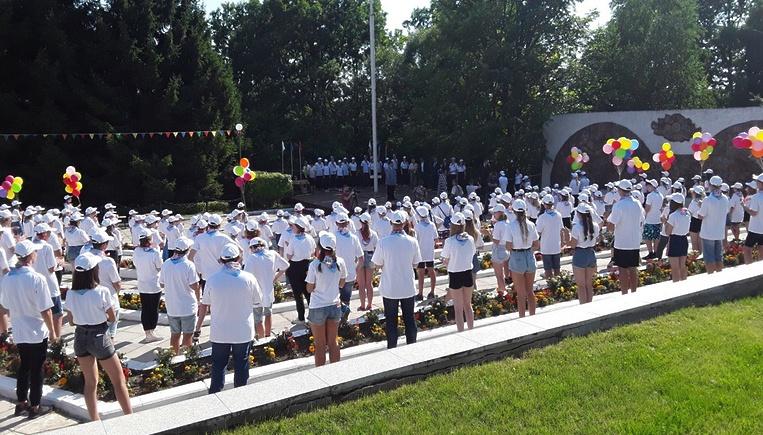 В Подольске запустили фейерверк в честь юбилея детского лагеря «Мечта»