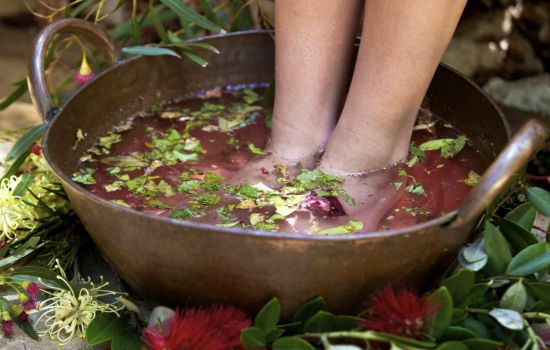 Пахнут ноги - что делать? Рецепты и секреты приготовления и применения народных средств от запаха ног
