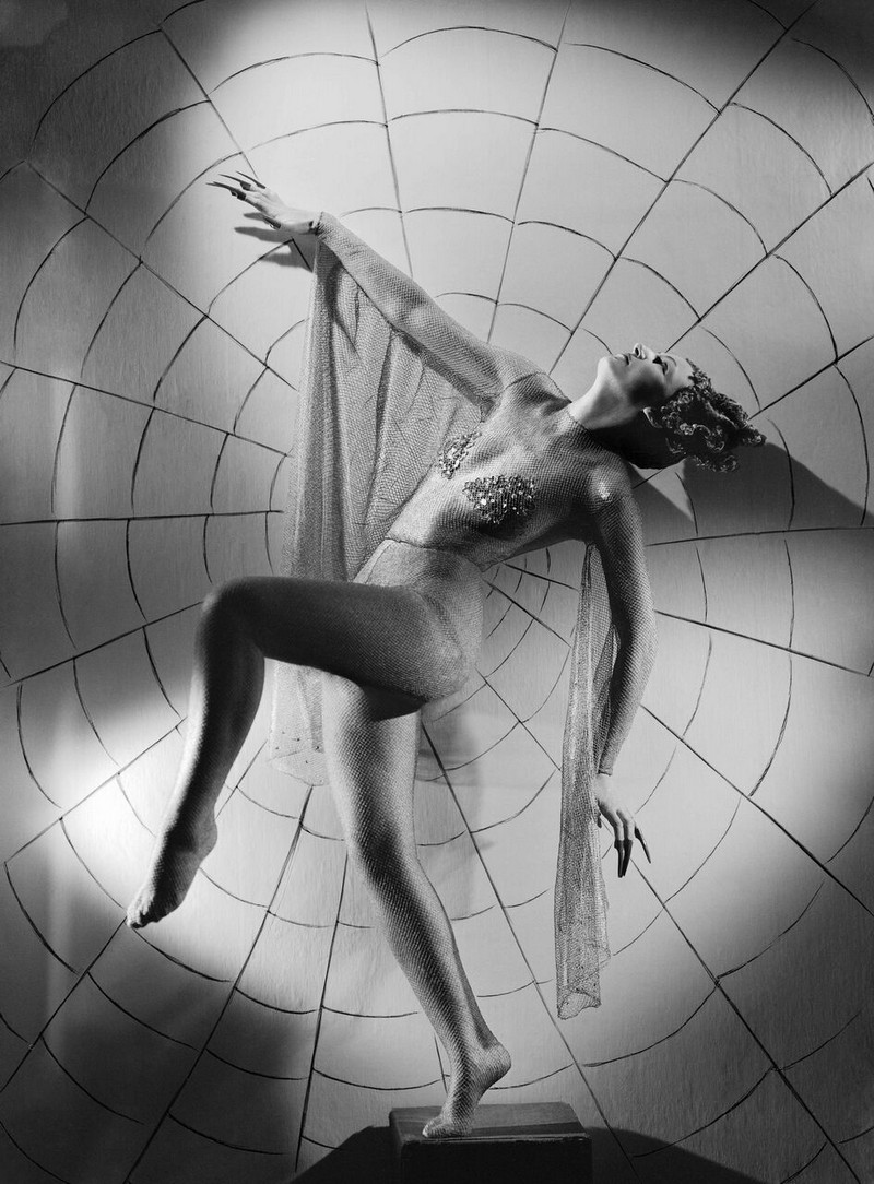 Тело, свет, отражение. Легенда аргентинской фотографии Аннемари Генрих  39