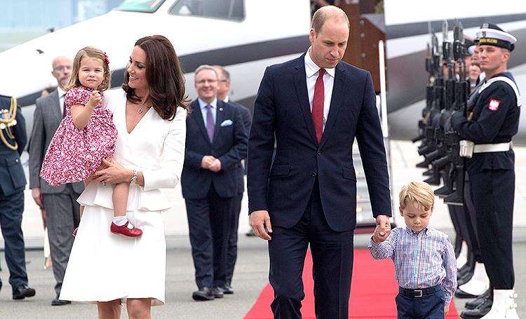 На фоне скандала с Меган и Гарри: Кейт Миддлтон и принц Уильям выбрали бюджетные авиалинии для путешествия в Шотландию Монархи,Британские монархи