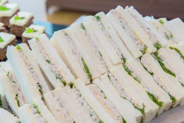 Блюда, которые не стоит брать со шведского стола