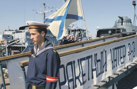 Не стреляйте в офицера флота, он еще не утонул!