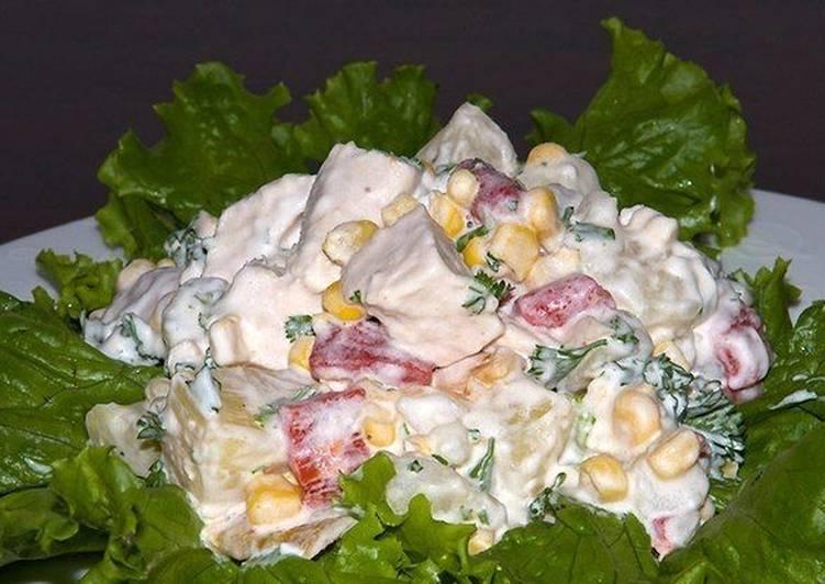 Картинки по запросу Нежный и сытный салат из курицы с ананасами и кукурузой