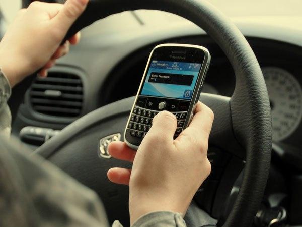 Управление автомобилем мешает разговорам по телефону