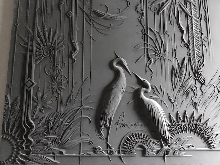 Талантливый москвич превращает стены в произведения искусства