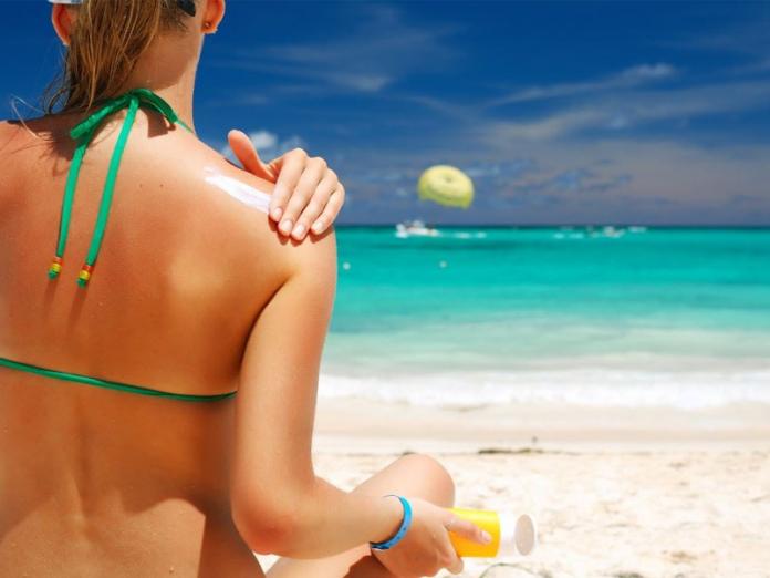 Ученые: глупо мазать себя солнцезащитным кремом