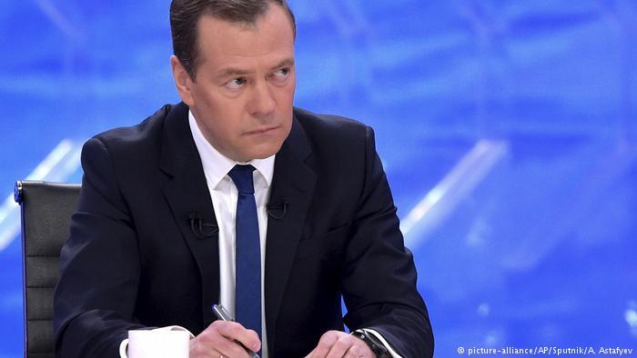 Медведев предложил повышать пенсионный возраст с 2019 года