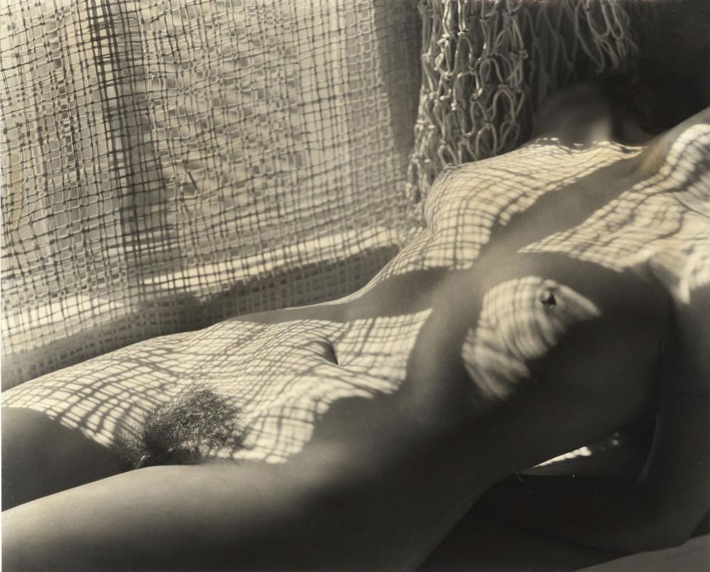 Тело, свет, отражение. Легенда аргентинской фотографии Аннемари Генрих  1