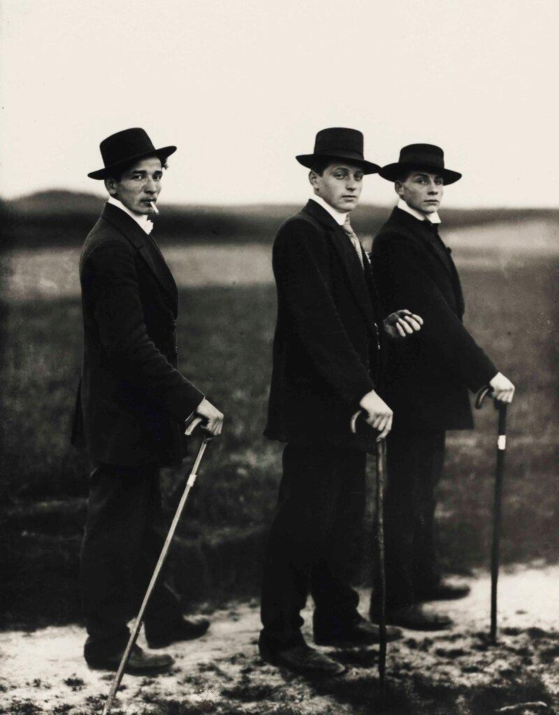 Трое молодых фермеров идут на танцы история, ретро, фото