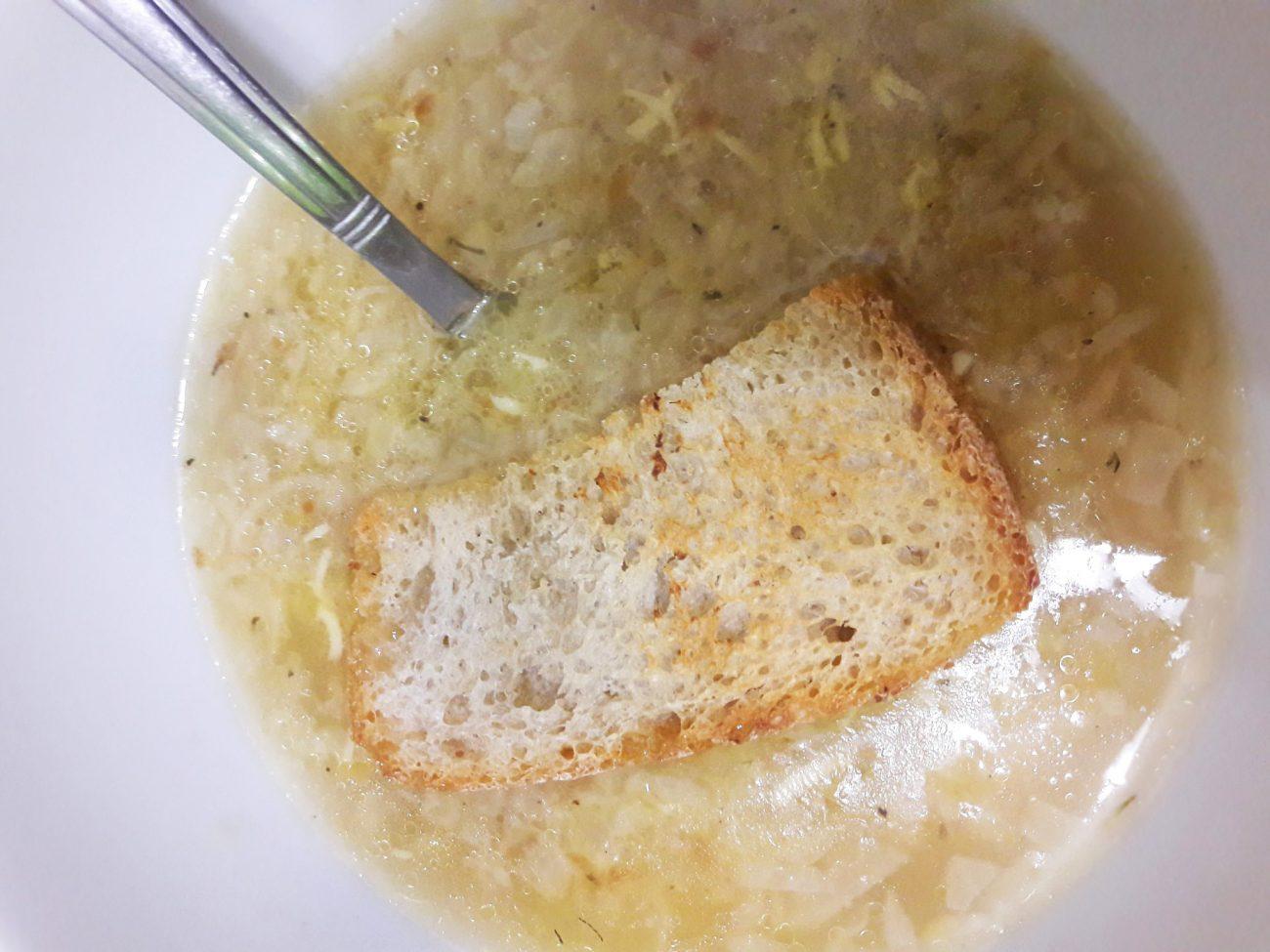 Французский луковый суп по-деревенски