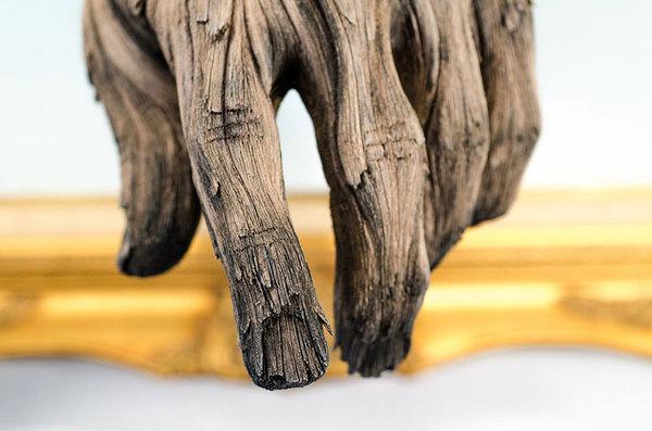 «Деревянные» скульптуры из керамики
