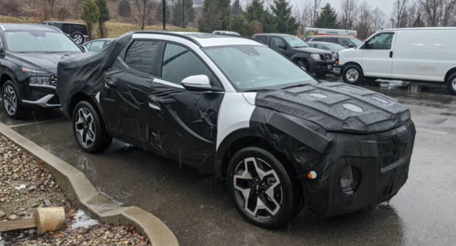 Замаскированный прототип пикапа Hyundai Santa Cruz заметили на парковке Автомобили