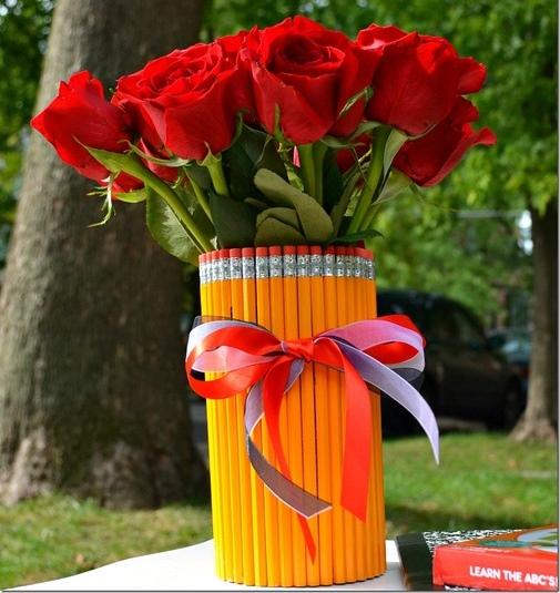Как сделать вазу из карандашей