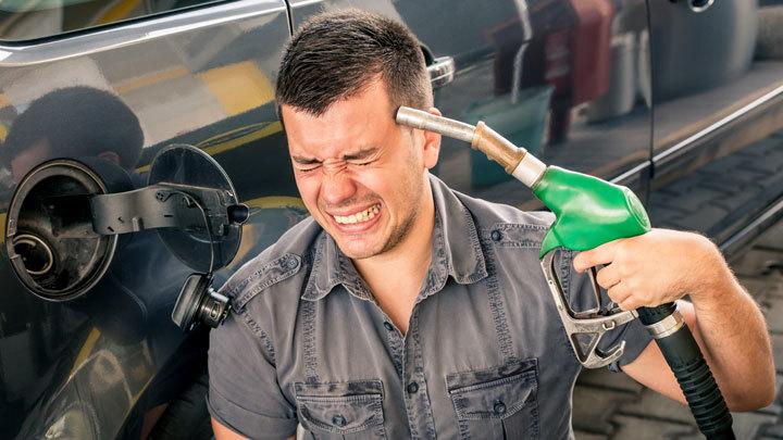 Цены на бензин растут по всей России. Что будет с ними в июле?