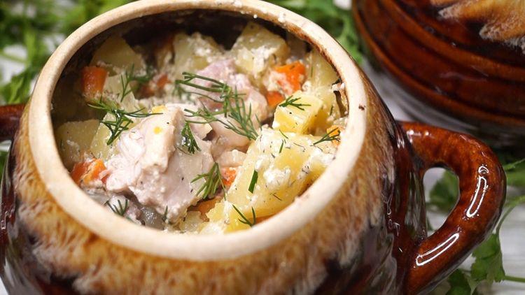 Ароматное и вкусное блюдо в горшочке — домашние попросят добавки!