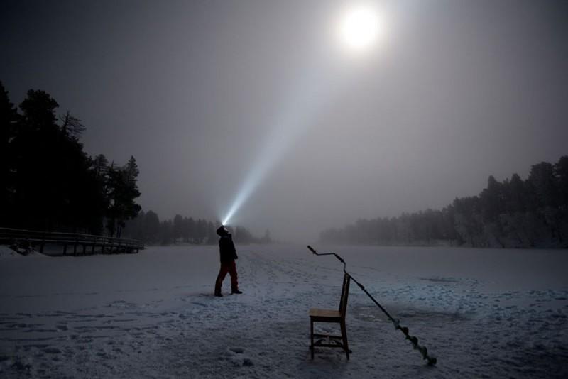 Ночной свет на рыбалке