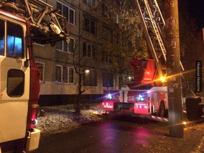 Многоквартирный дом загорелся под Красноярском