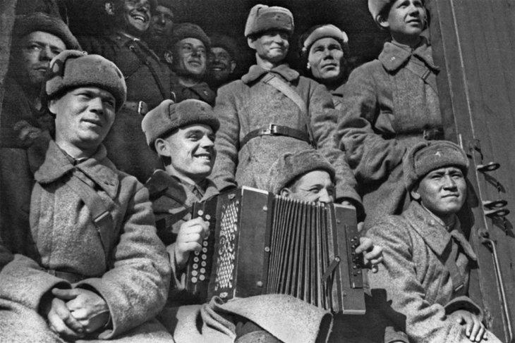 Мой отец дошел до Берлина, всю войну, можно сказать прошагал