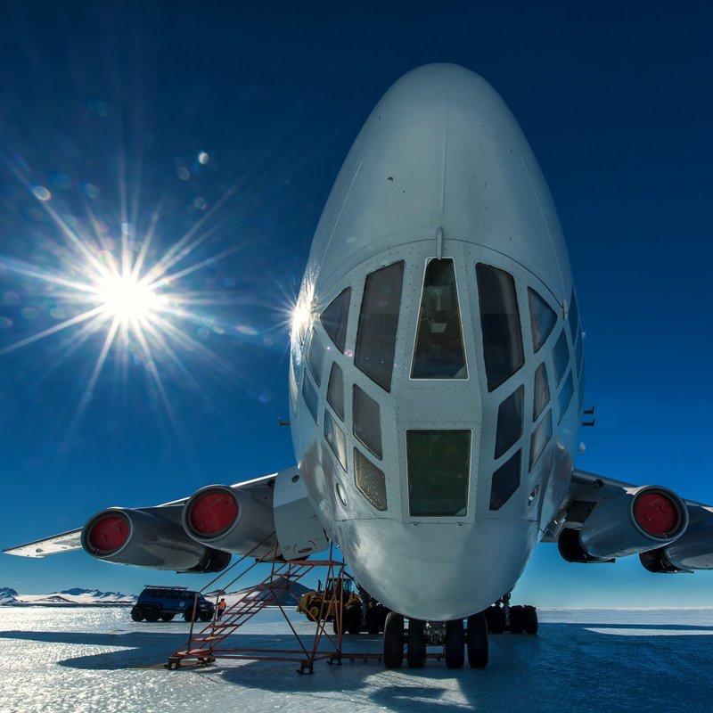 Вот такой самолет привозит туристов в Антарктиду антарктида, интересно, пик Винсона, путешествие, скалолазание, фотоотчет