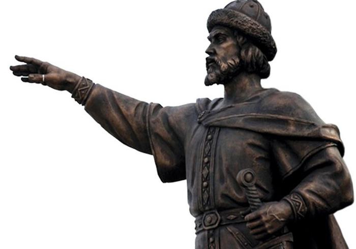 Памятник Ярославу Мудрому.