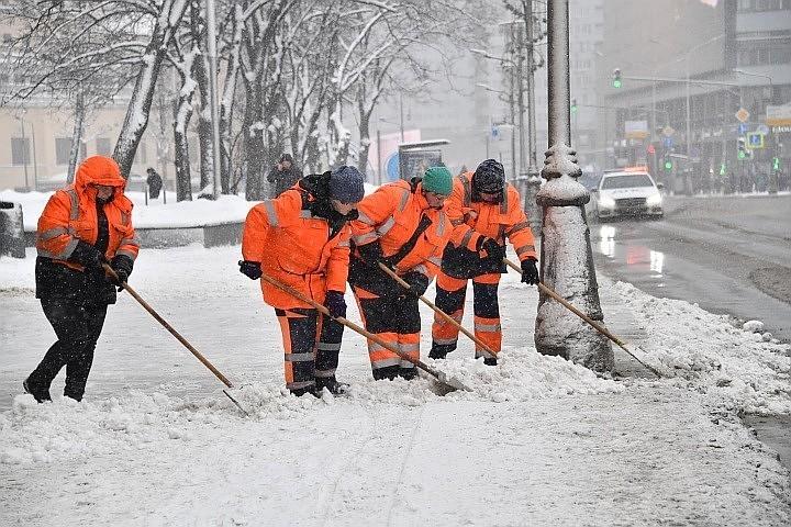 Подмосковье вывело на борьбу со снегом три тысячи единиц спецтехники